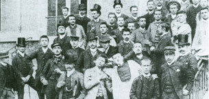 巴黎HEC历史: 巴黎HEC商学院第一期班级正式开课 – 头戴礼帽的师生们参加开学典礼